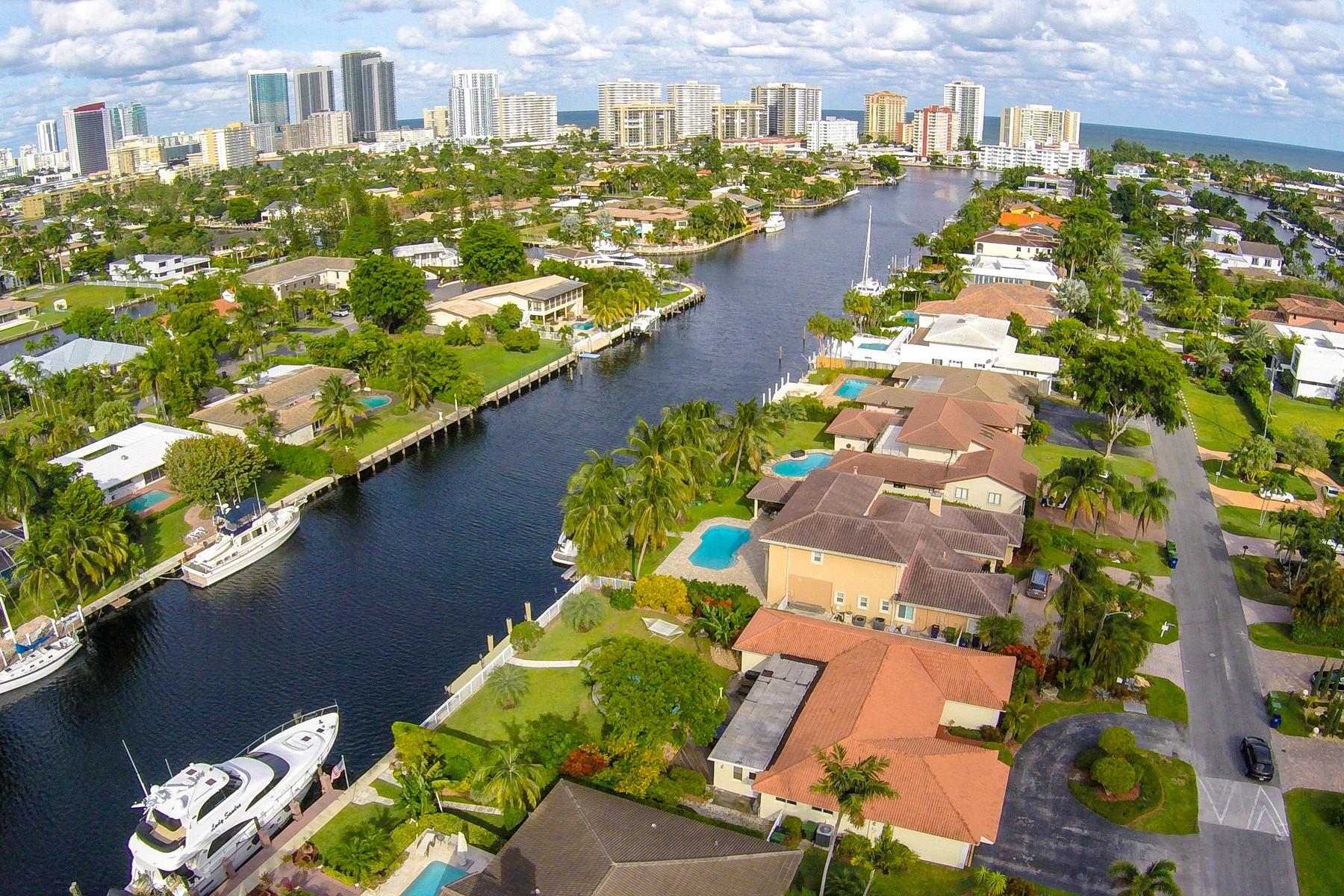 Vivienda unifamiliar por un Venta en Holiday Drive 430 Holiday Drive Hallandale Beach, Florida, 33009 Estados Unidos