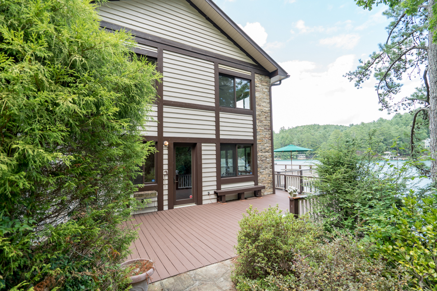 Additional photo for property listing at Lakefront On Lake Rabun! What More Could You Want!! 523 Levi Lane Lakemont, Georgia 30552 États-Unis
