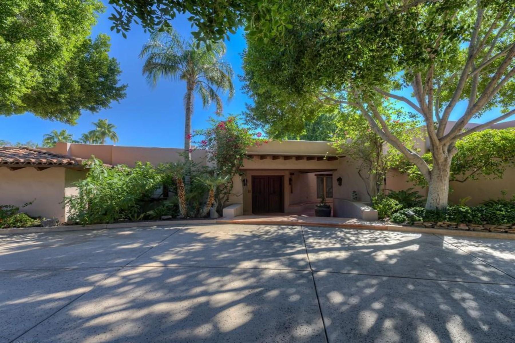 Casa para uma família para Venda às One Of The Most Authentically Special Homes In The Valley 3988 E Paradise View Drive Paradise Valley, Arizona 85253 Estados Unidos