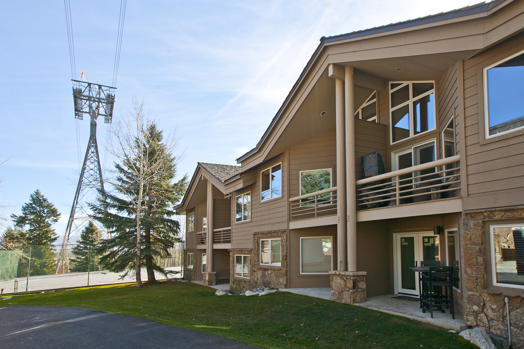 Таунхаус для того Продажа на Ski-InSki-Out Tram Tower Townhome 3531 W. McCollister Teton Village, Вайоминг, 83025 Jackson Hole, Соединенные Штаты