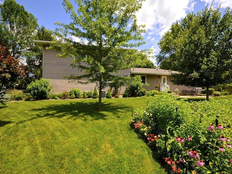 獨棟家庭住宅 為 出售 在 Wonderful Northern Meadows Residence 560 Meadow Lane Zionsville, 印第安那州 46077 美國