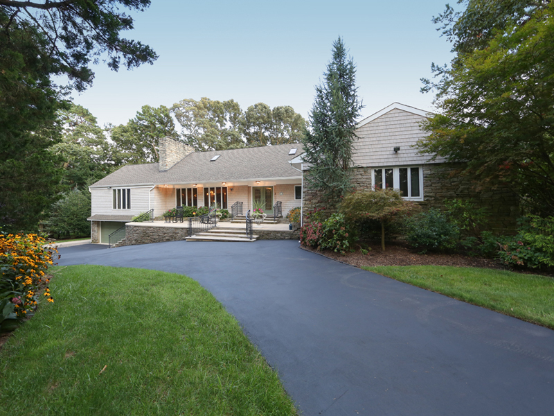 Maison unifamiliale pour l Vente à Totally Renovated Home On Sprawling Lot 3 Cedar Drive Toms River, New Jersey, 08753 États-Unis