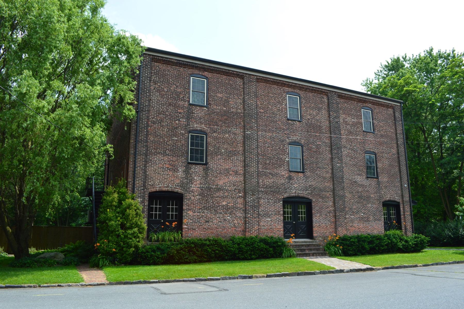 独户住宅 为 销售 在 501 E Front Street 玛丽埃塔, 17547 美国