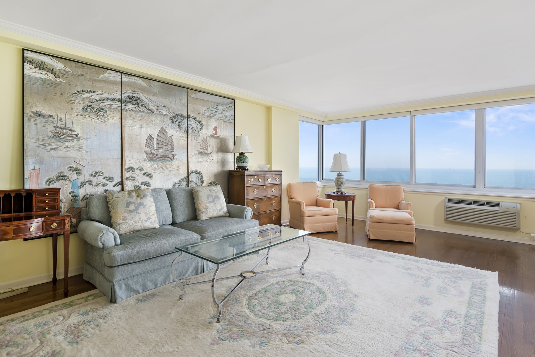 Condominio per Vendita alle ore Stunning Lake View Condo 1440 N Lake Shore Drive Unit 8H Near North Side, Chicago, Illinois 60610 Stati Uniti