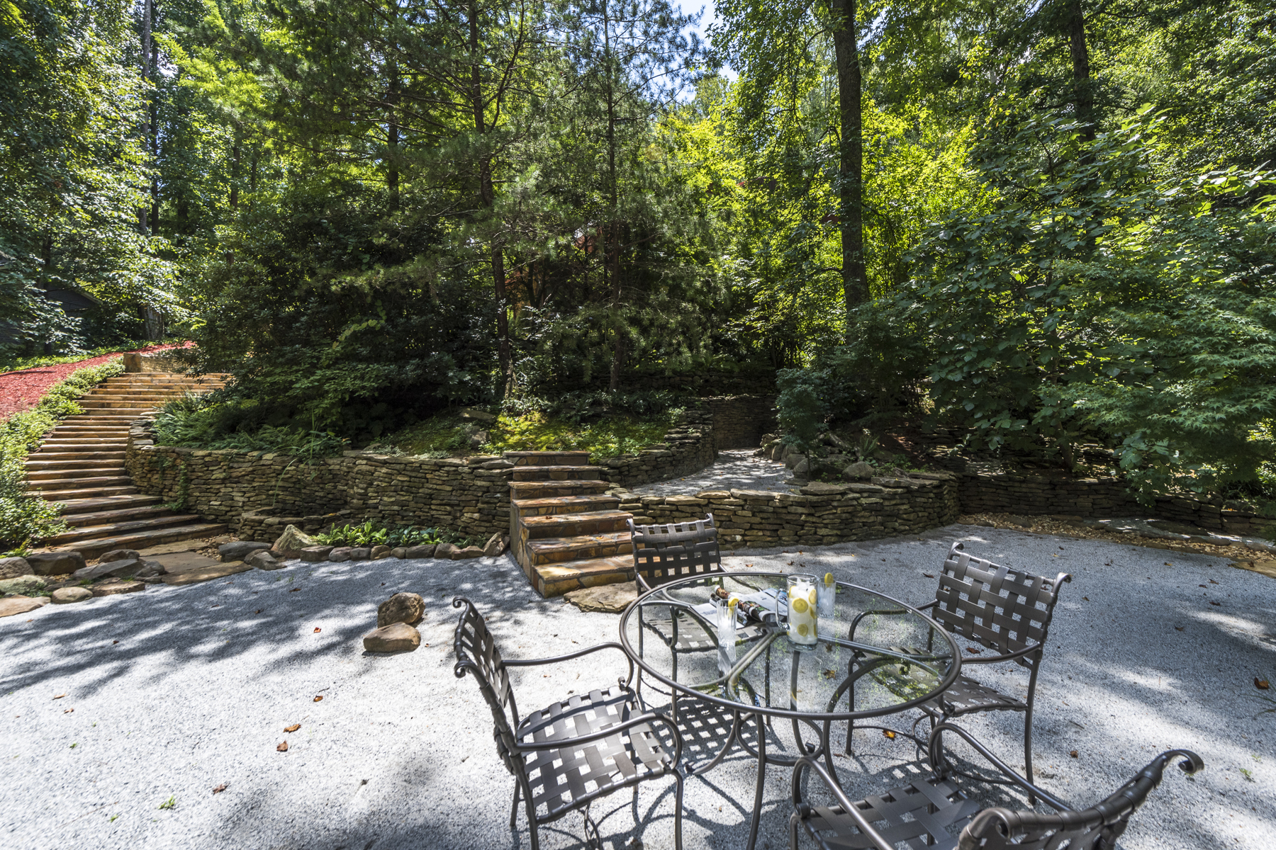 Additional photo for property listing at Contemporary Oasis On Lakefront Lot 3604 Prestwick Drive Tucker, Georgien 30084 Usa