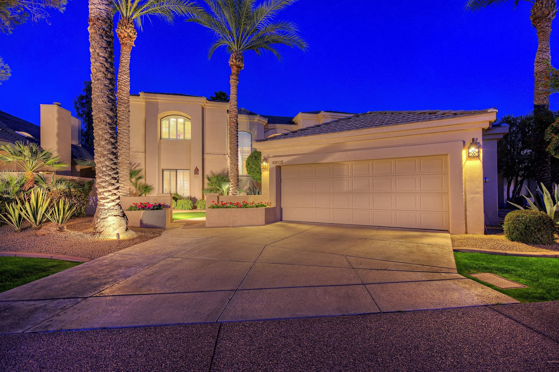 Single Family Home for Sale at Elegant & Comfortable Ambiance In Gated Enclave Of North Meadows In Gainey Ranch 10025 N 78th Place Scottsdale, Arizona 85258 United States