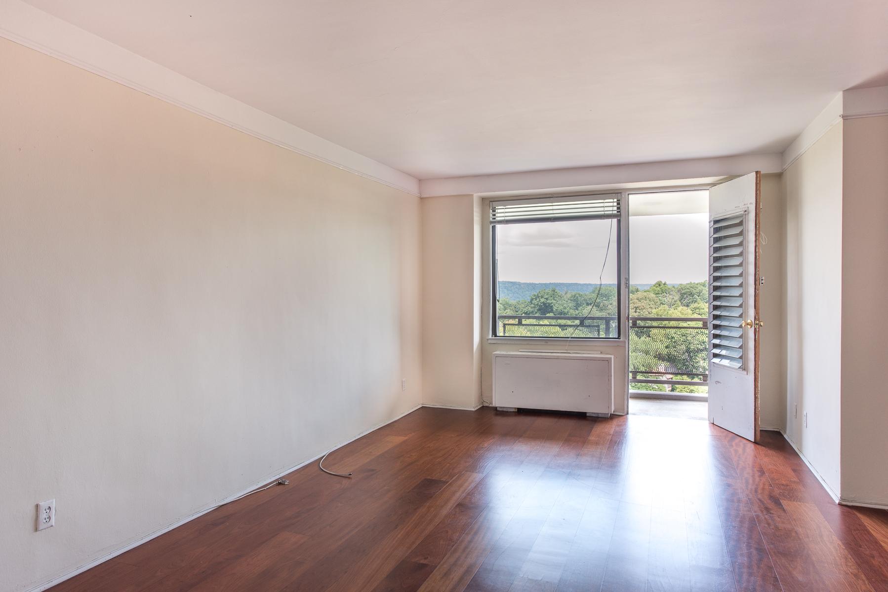 Кооперативная квартира для того Продажа на Sun-filled 3 BR with Terrace and River View 4705 Henry Hudson Parkway 11E Riverdale, Нью-Йорк 10471 Соединенные Штаты