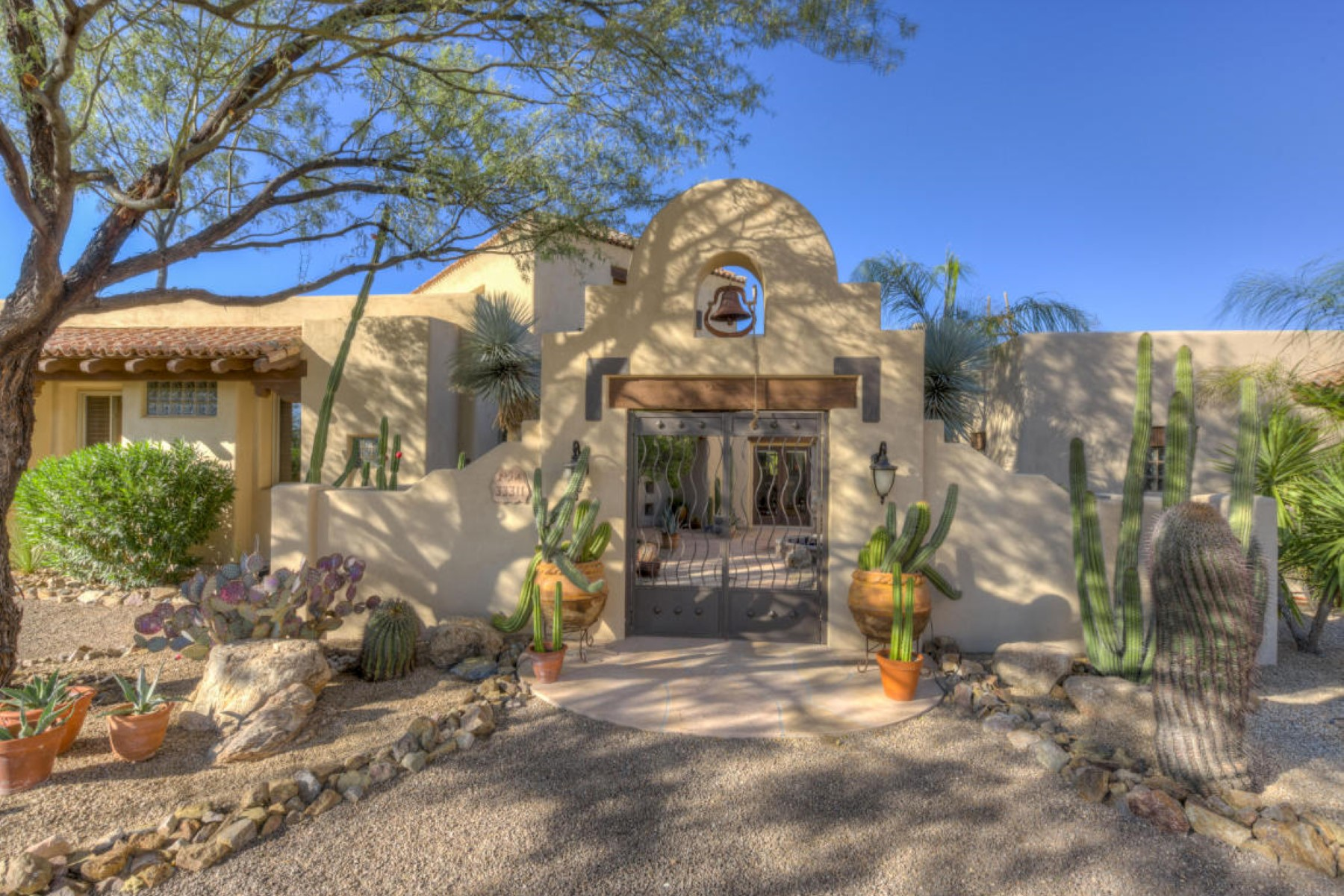 Частный односемейный дом для того Продажа на Hacienda style home in Cave Creek 33311 N 62nd St Cave Creek, Аризона, 85331 Соединенные Штаты