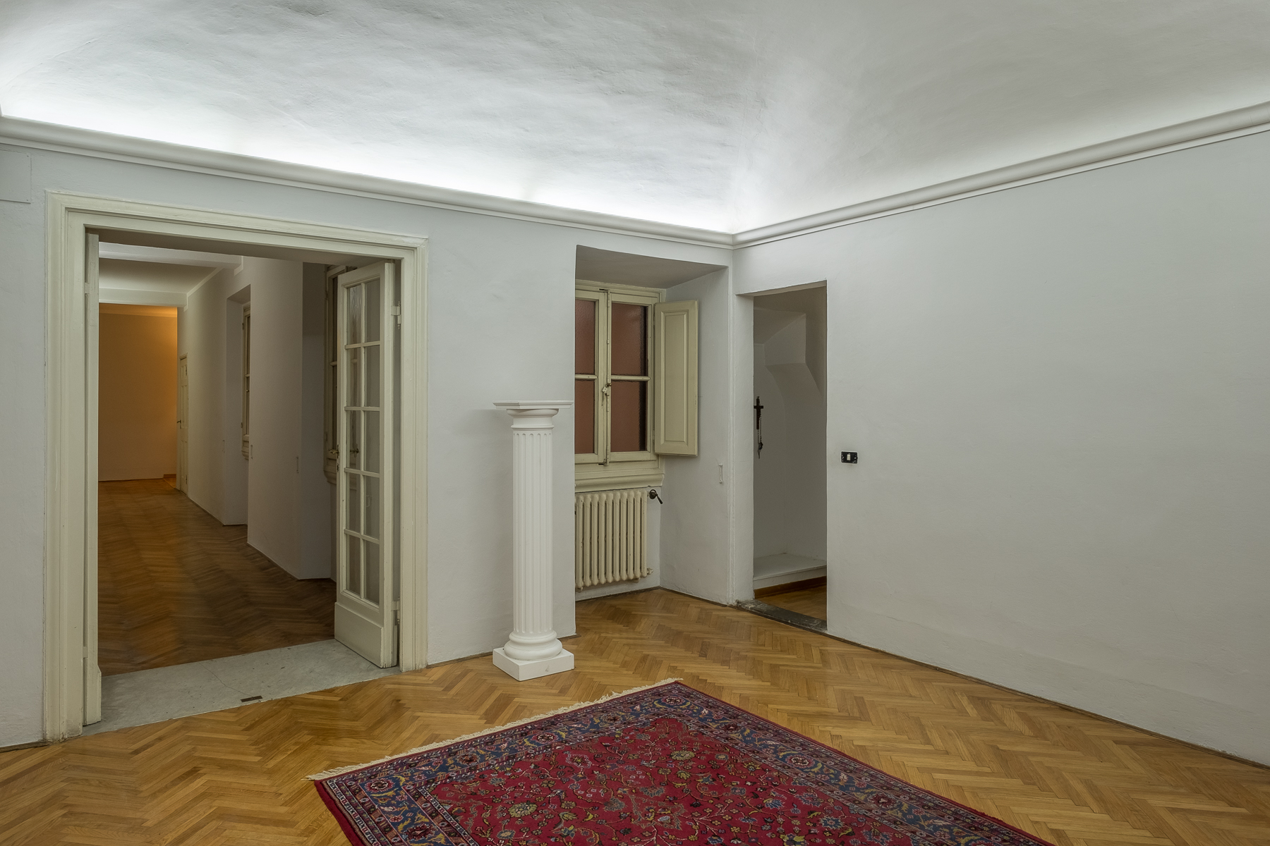 Additional photo for property listing at Splendid apartment on the river Firenze, Florence Italia