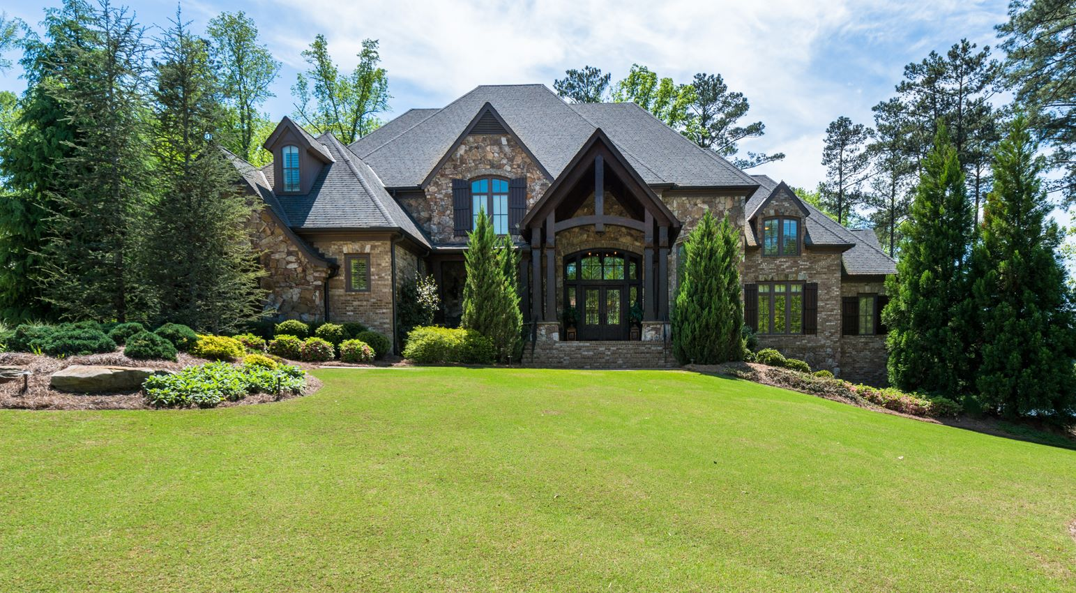 獨棟家庭住宅 為 出售 在 Manor Home on Lake in The River Club 4644 Whitestone Way Suwanee, 喬治亞州, 30024 美國