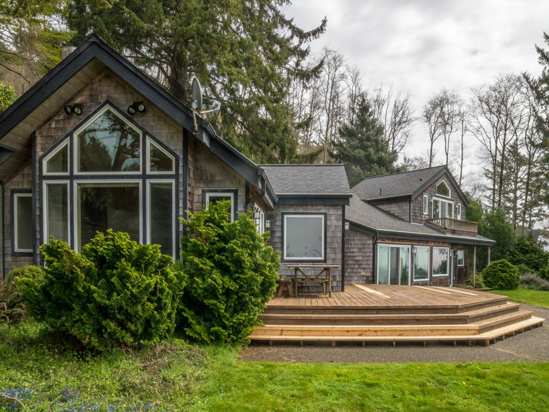 Single Family Home for Sale at Magnificent Ocean Front Home 38650 Beulah Reed Rd Manzanita, Oregon 97130 United States