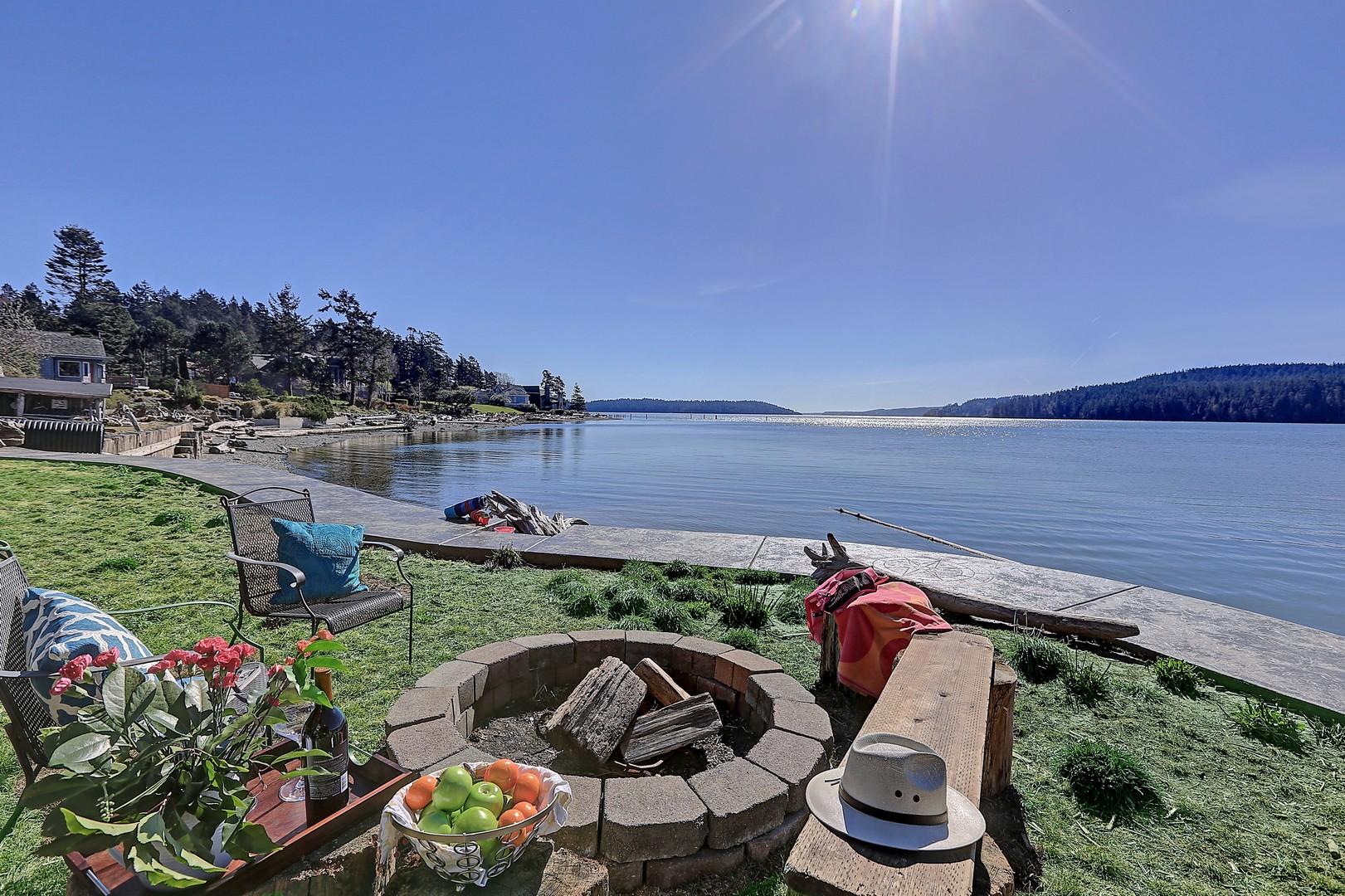 Частный односемейный дом для того Продажа на Private Cove on Sandy Dewey Beach 15247 Gibralter Rd Anacortes, Вашингтон, 98221 Соединенные Штаты