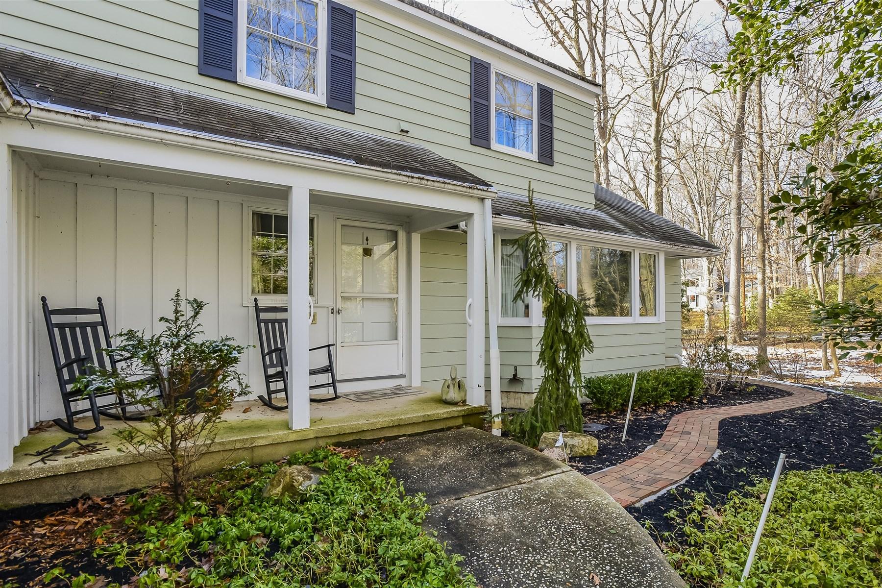 独户住宅 为 销售 在 41 E larchmont Drive 41 E. Larchmont Drive Colts Neck, 新泽西州 07722 美国