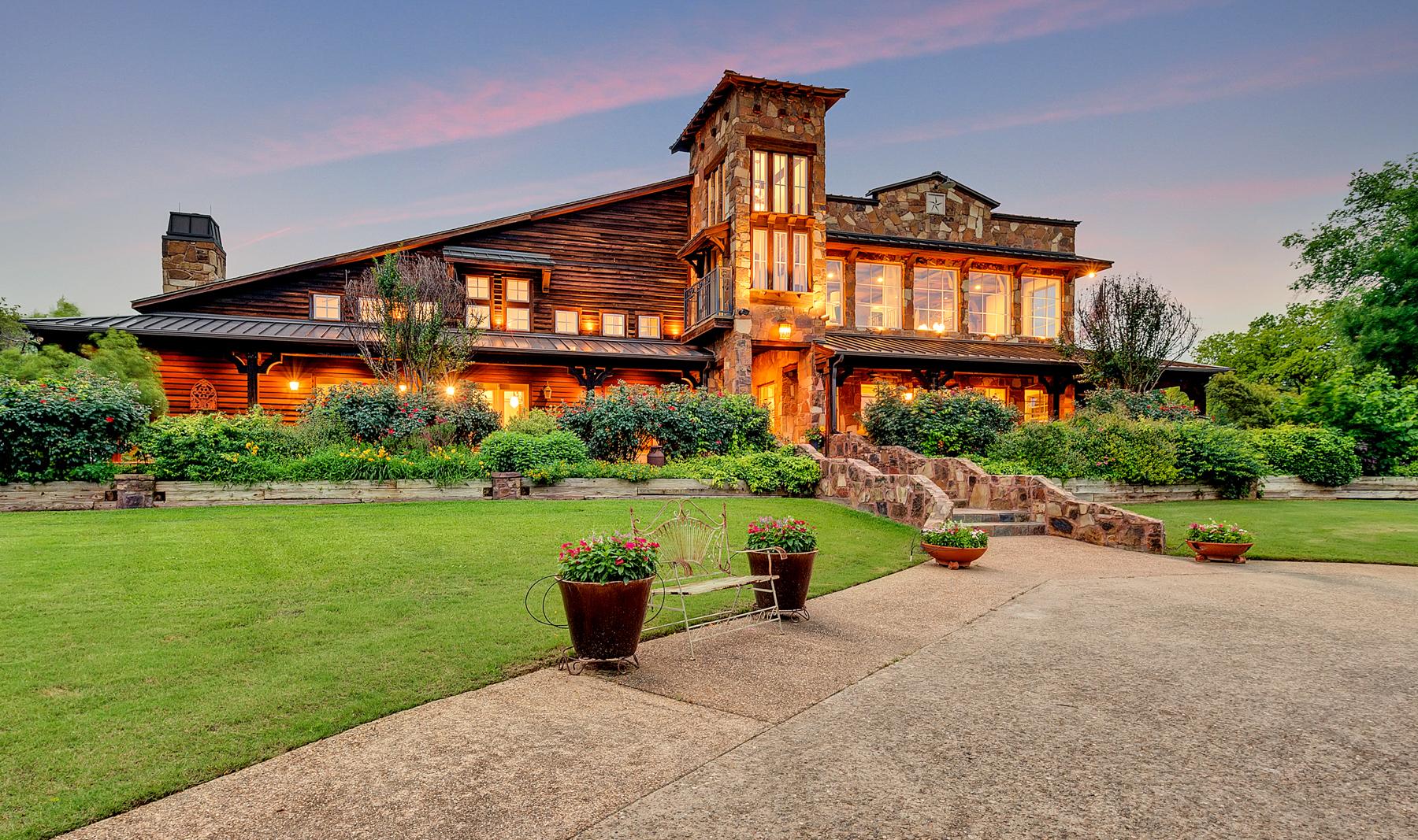 Maison unifamiliale pour l Vente à 9998 Hilltop Rd Argyle, Texas, 76226 États-Unis