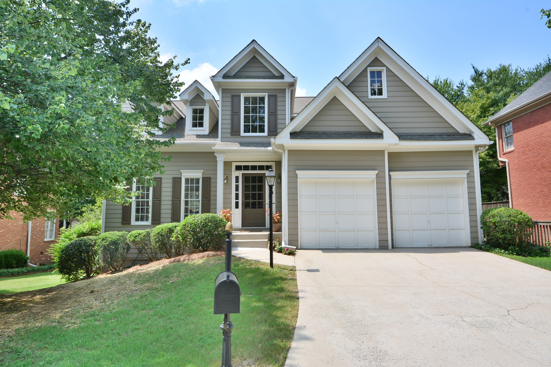 Single Family Home for Sale at Lovely, Well Maintained Home 2766 Log Cabin Drive SE Atlanta, Georgia 30339 United States