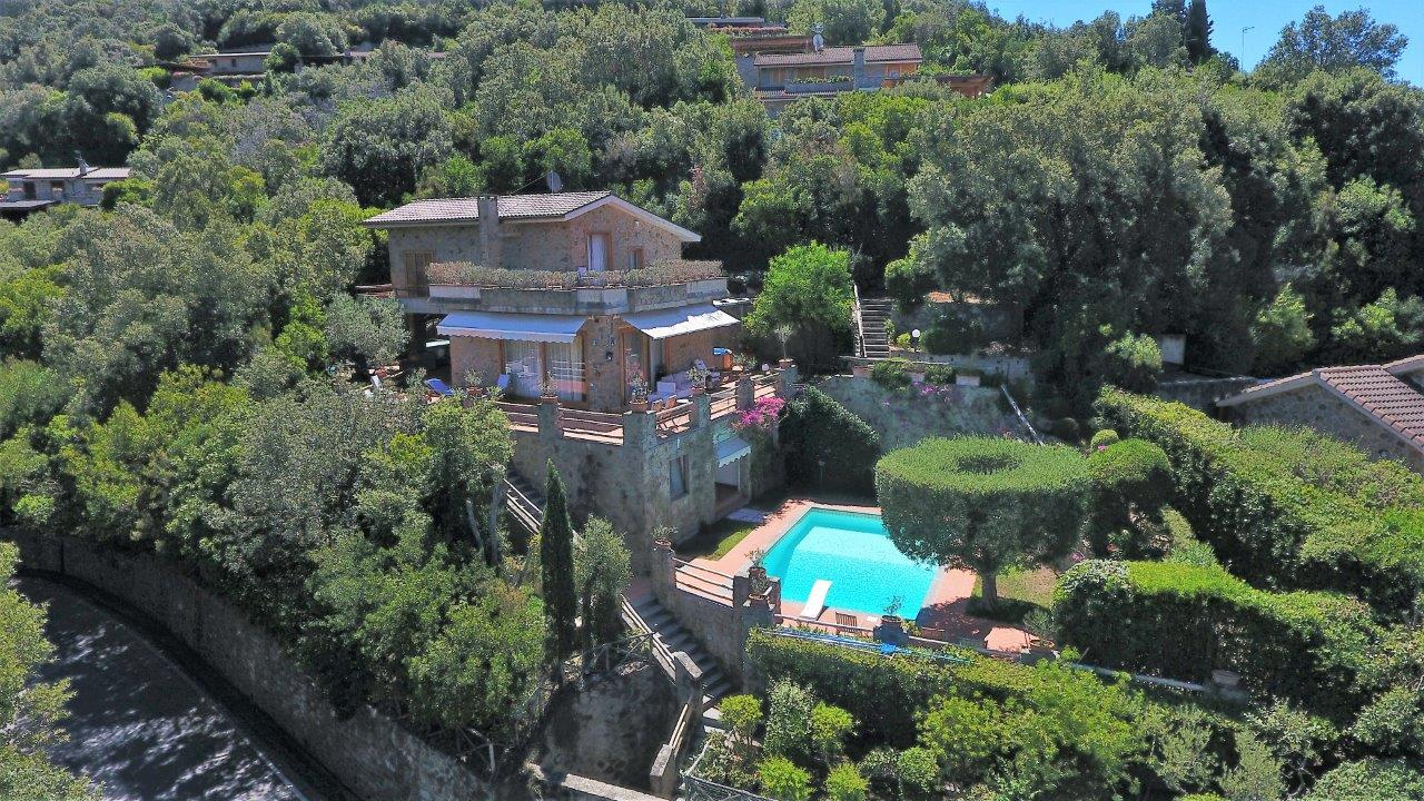Additional photo for property listing at Modern villa with pool and garden In the exclusive resort of Punta Ala Via Poggio alle Mandrie Castiglione Della Pescaia, Grosseto 58043 Italien