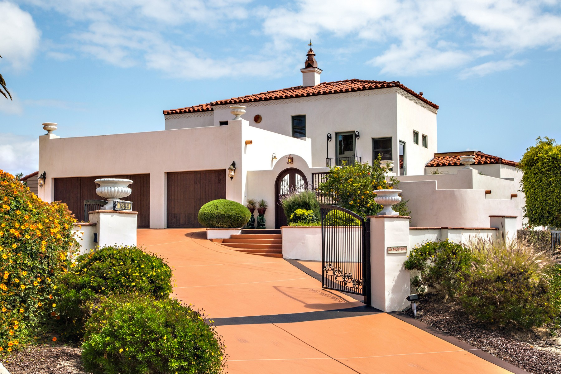 Casa Unifamiliar por un Venta en 1894 Avocado Road Oceanside, California 92054 Estados Unidos