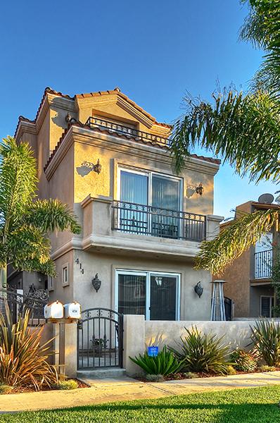 Nhà ở một gia đình vì Bán tại 414 15th Street Huntington Beach, California 92648 Hoa Kỳ