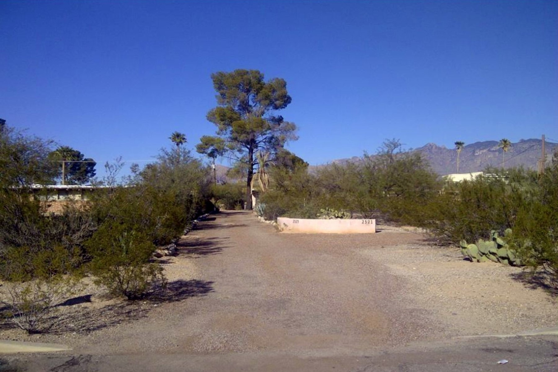 Земля для того Продажа на Large Rarely Available Lot In Desirable In-Town Neighborhood Of Richland Heights 2321 E Greenlee Rd Tucson, Аризона 85719 Соединенные Штаты