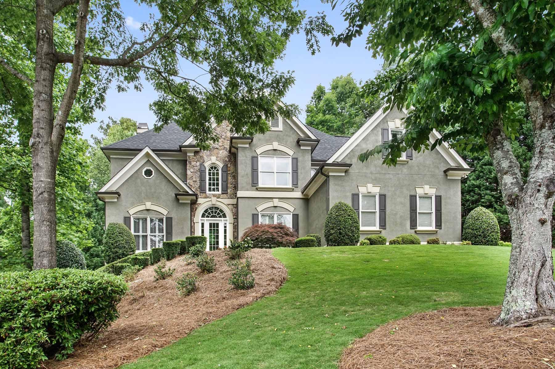 独户住宅 为 销售 在 Five Bedrooms and Five Baths in Johns Creek 915 Magnolia Blossom Court Johns Creek, 乔治亚州, 30005 美国