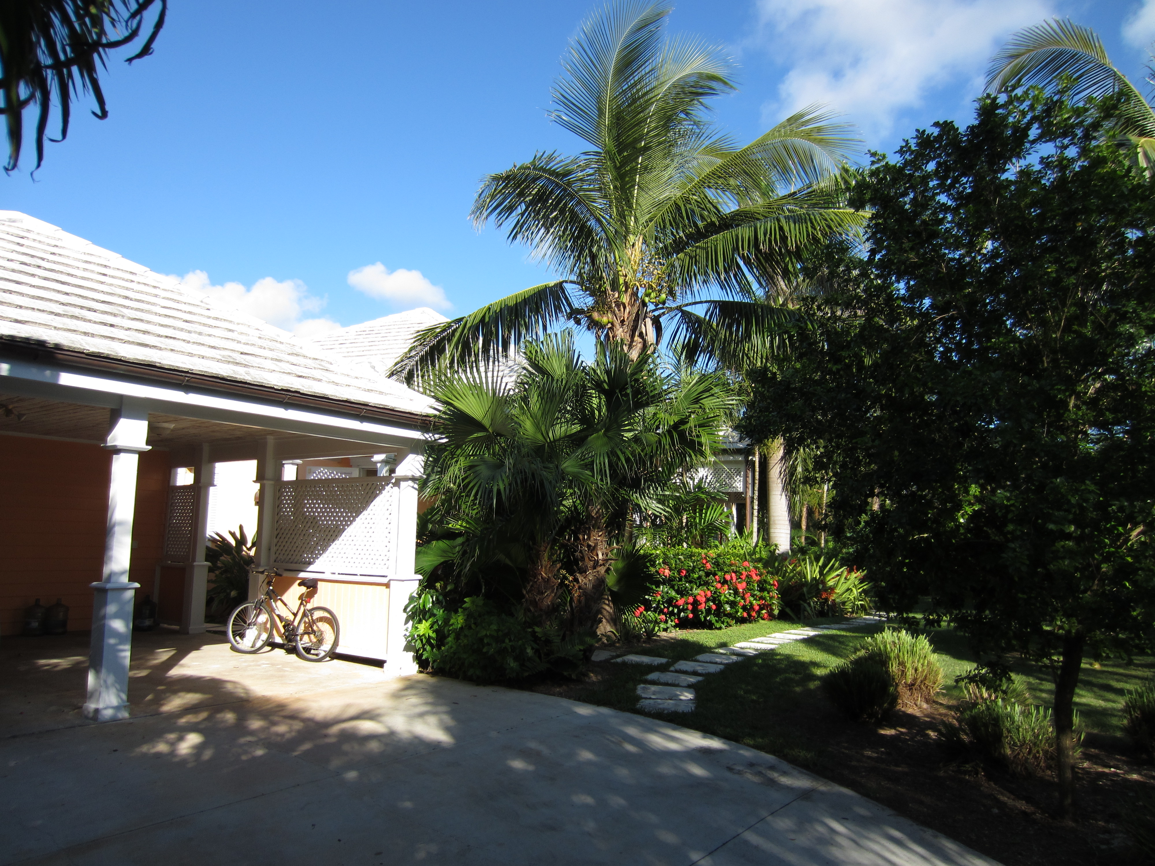 Additional photo for property listing at Sapodilla, Old Fort Bay Islands At Old Fort Bay, Old Fort Bay, New Providence/Nassau Bahamas