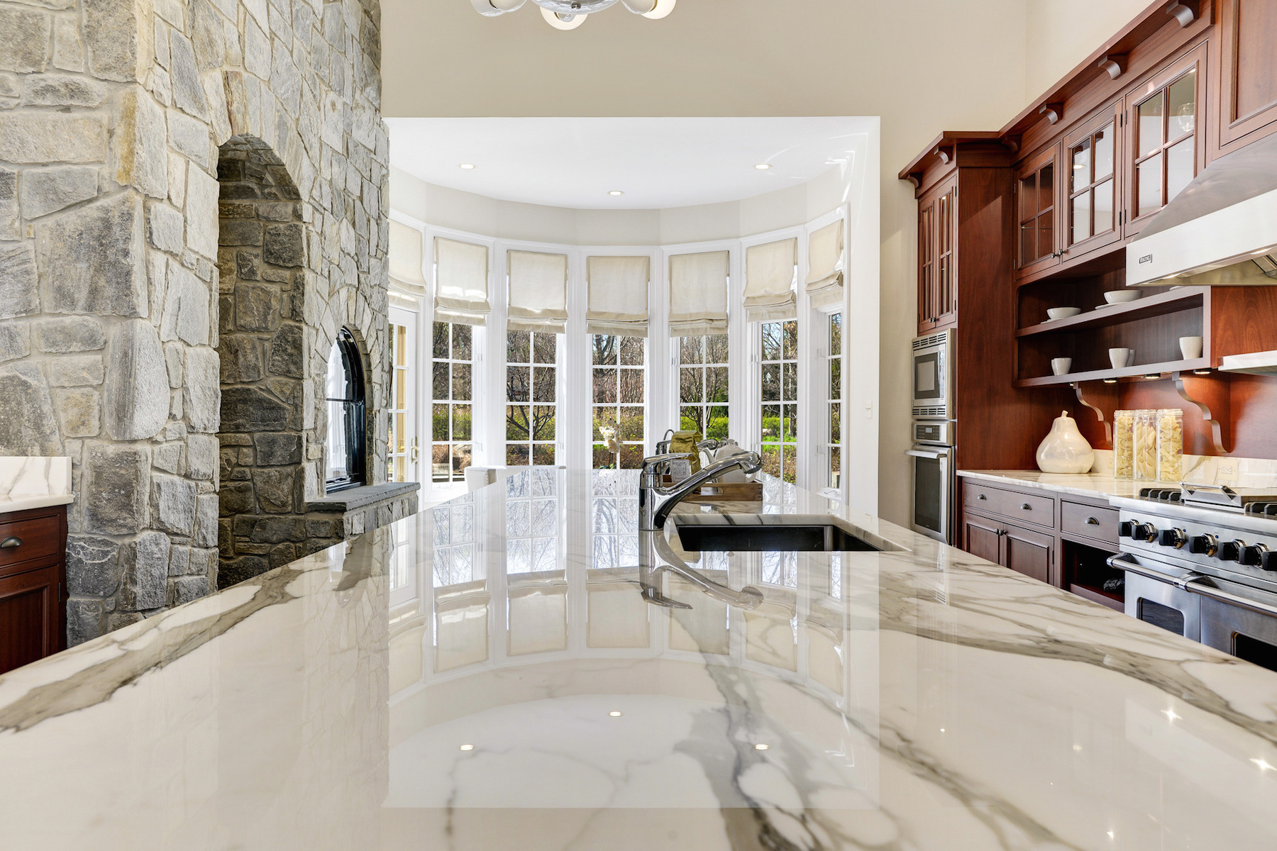 Additional photo for property listing at Masterpiece in The Reserve 1017 Founders Ridge Ln McLean, Virginia 22102 Estados Unidos