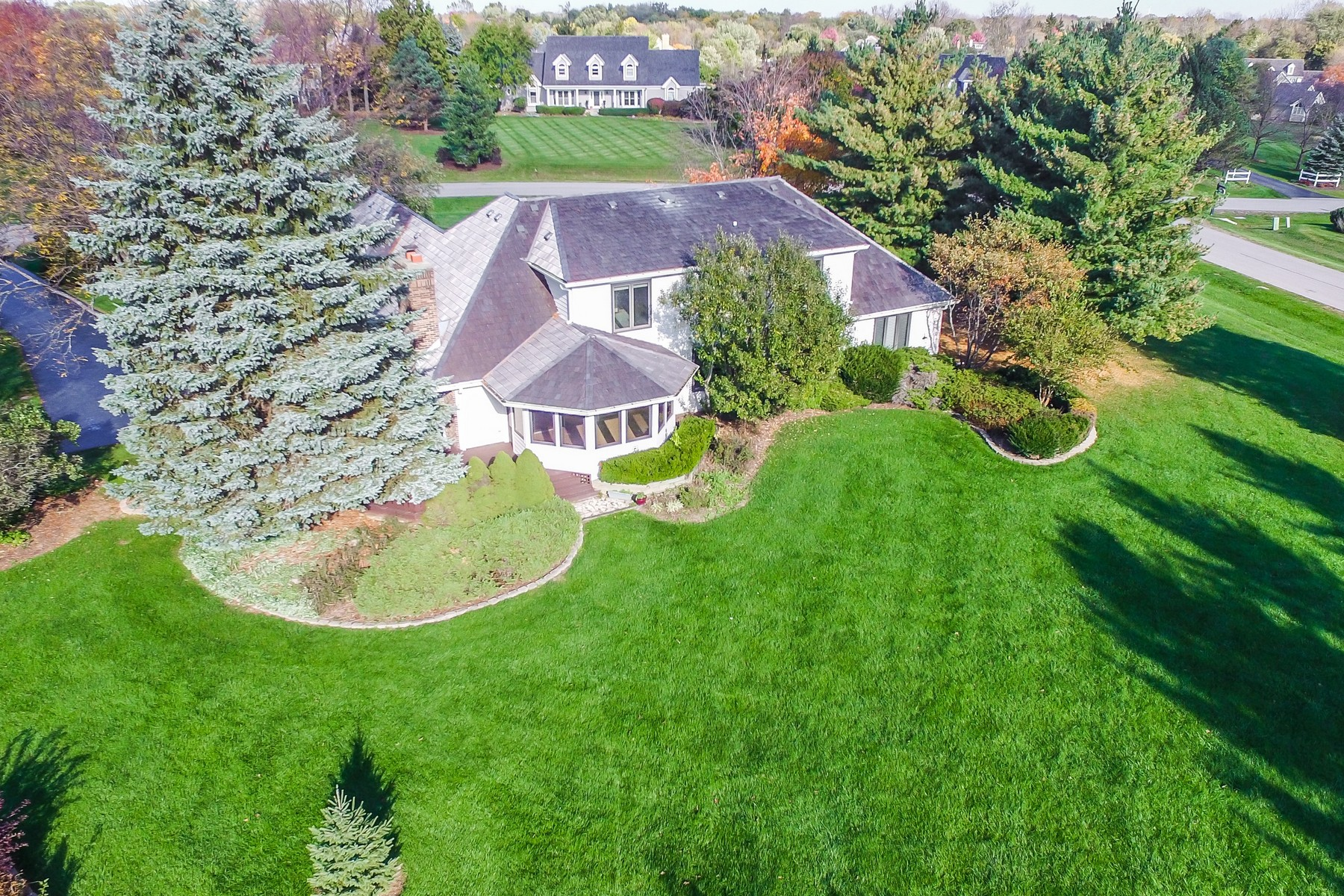 Additional photo for property listing at Bright Open Floor Plan In Barrington's Deer Path Estates 23255 W Fairview Drive Deer Park, Illinois 60010 United States