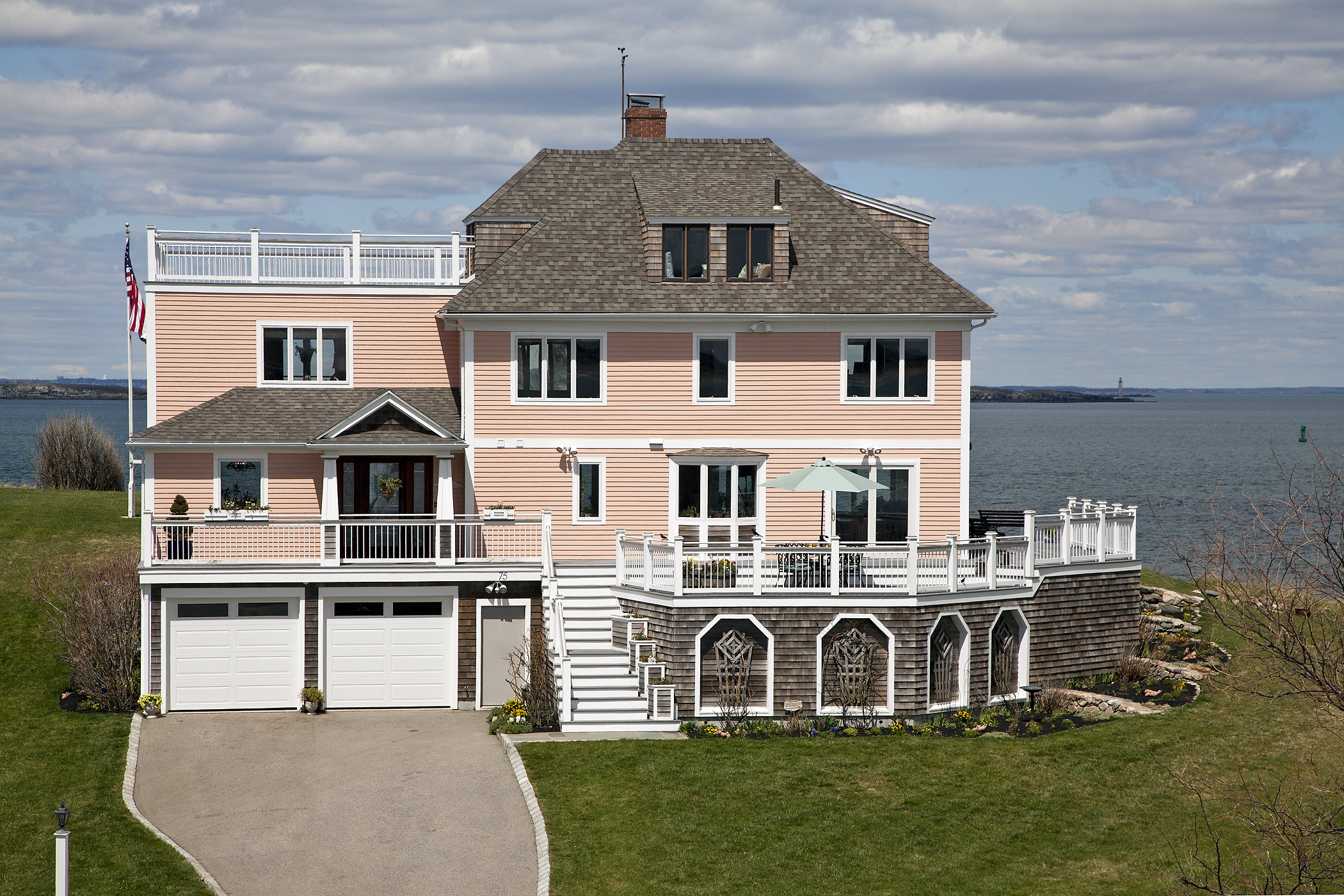 Maison unifamiliale pour l Vente à Point Allerton Retreat 75 Point Allerton Avenue Hull, Massachusetts 02045 États-Unis