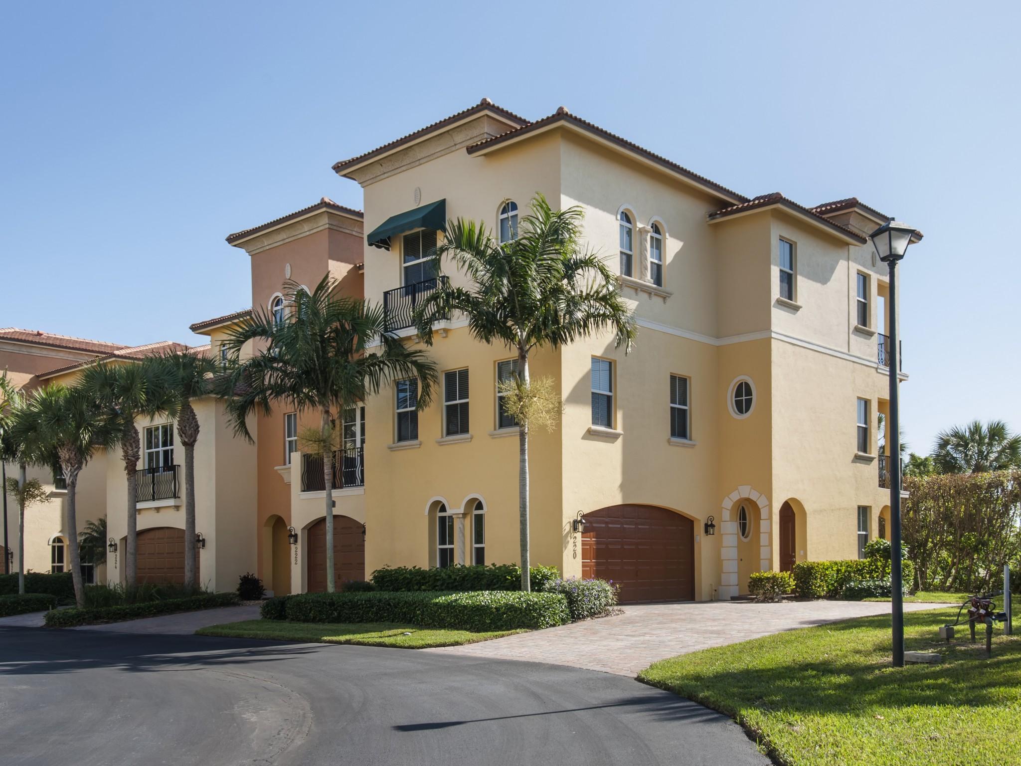 Nhà phố vì Bán tại Villa in Jensen Beach 220 Ocean Bay Drive Jensen Beach, Florida 34957 Hoa Kỳ
