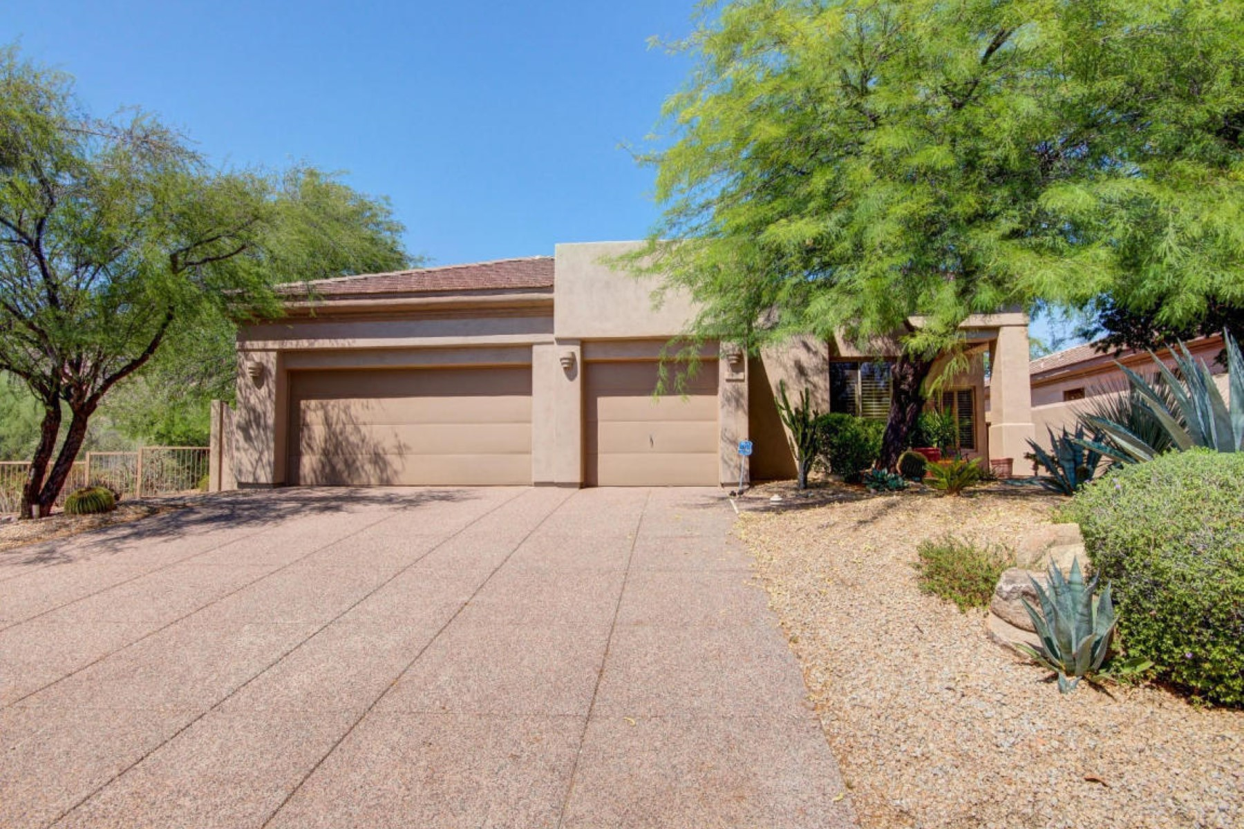Vivienda unifamiliar por un Venta en Amazing home is situated on one of the most exclusive lots in all of Terravita 6706 E Amber Sun Dr Scottsdale, Arizona 85266 Estados Unidos