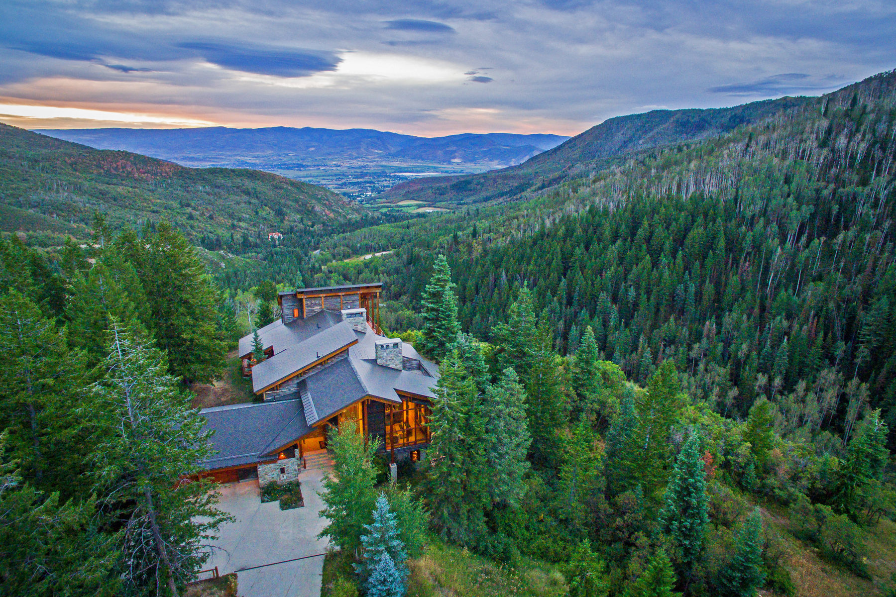 Maison unifamiliale pour l Vente à 331 Acre Estate Surrounded by Forest Land in Snake Creek Canyon 3888 Seymour Rd Midway, Utah, 84049 États-Unis