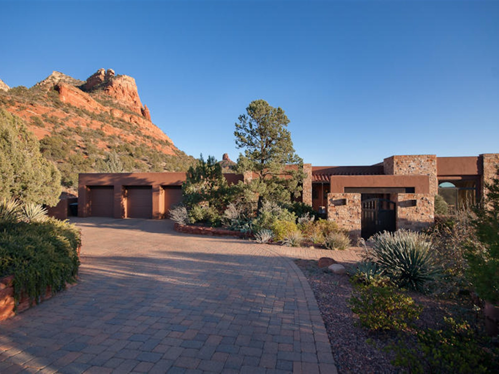 Single Family Home for Sale at Exquisite & Private Contemporary Southwest Home 20 Garnet Hill Drive Sedona, Arizona, 86336 United States