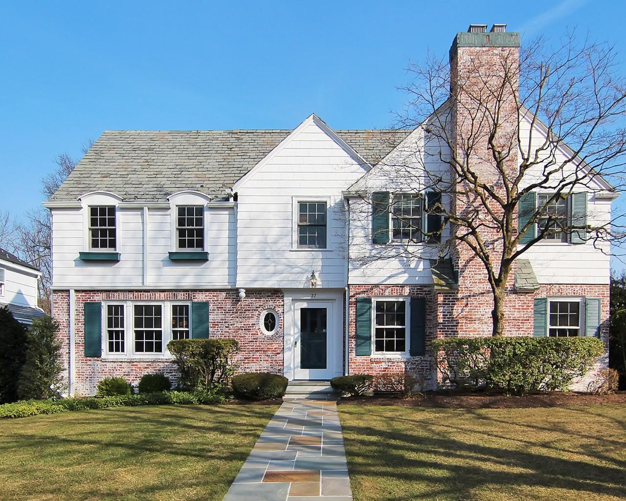Vivienda unifamiliar por un Venta en Architectural Gem 37 The Fairway Montclair, Nueva Jersey, 07043 Estados Unidos