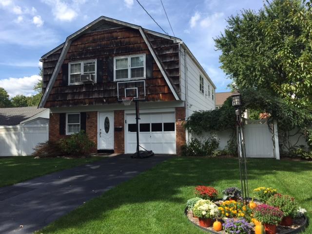 Частный односемейный дом для того Продажа на Great Layout Ranch 173 Veterans Dr Northvale, Нью-Джерси 07647 Соединенные Штаты