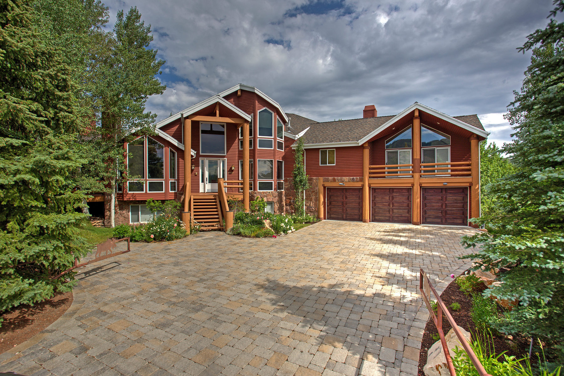 Maison unifamiliale pour l Vente à Seclusion and Views in a Prestigious Neighborhood 2429 Iron Canyon Dr Park City, Utah, 84060 États-Unis