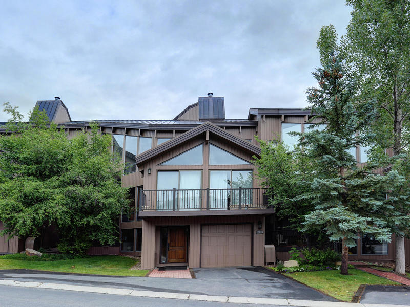 Condominio per Vendita alle ore Updated Pinnacle Condo 1675 Amber Rd #58 Park City, Utah 84060 Stati Uniti