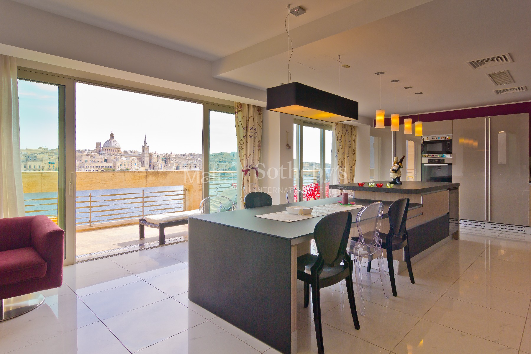 Property Of Luxurious Seaview Penthouse