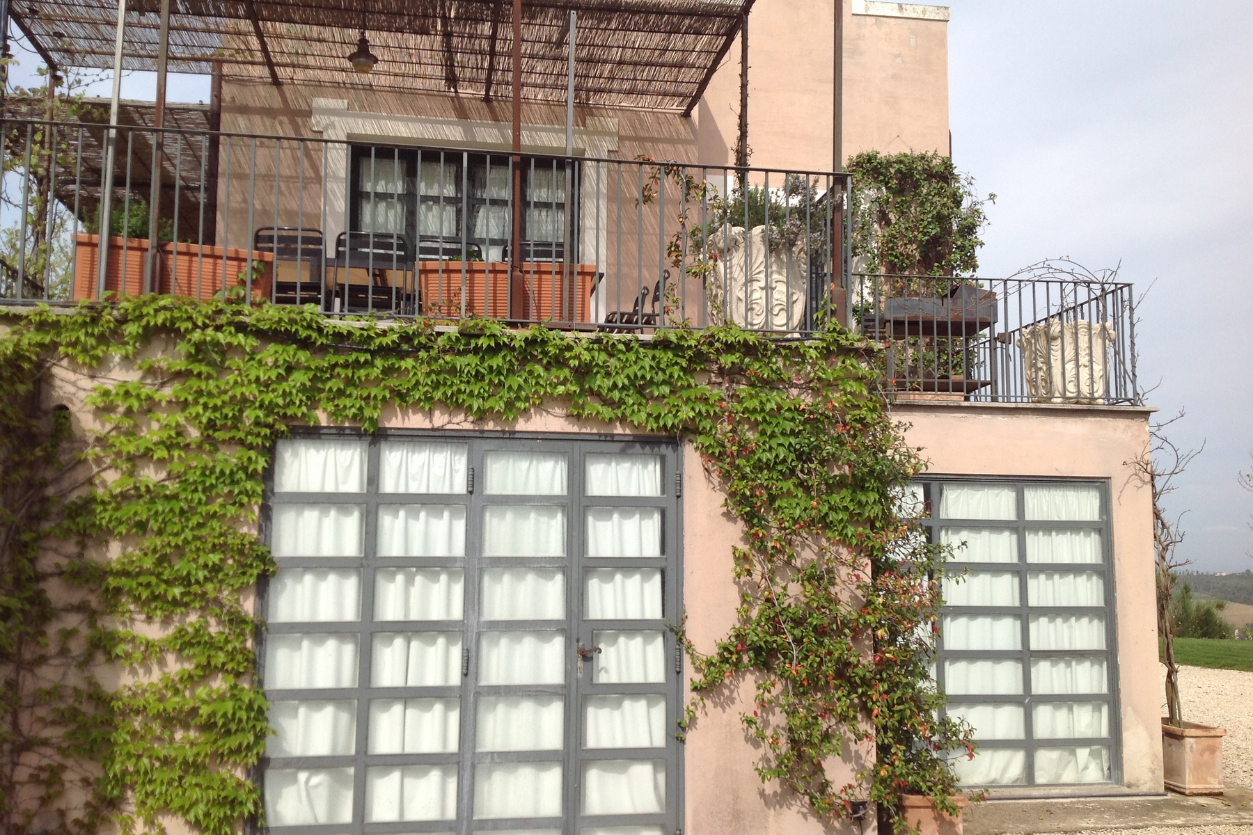 Additional photo for property listing at Splendide villa moderne nichée sur les collines de l'Ombrie Gaglietole Collazzone, Perugia 06050 Italie