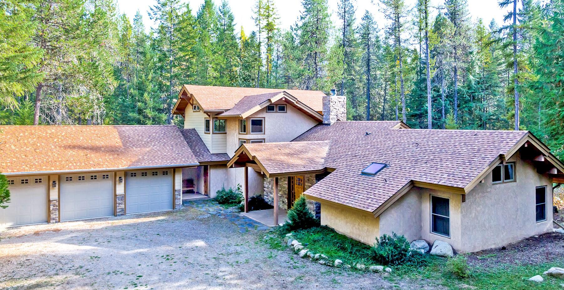 Maison unifamiliale pour l Vente à Beautiful crafted home on 5 acres 130 Wapiti Sandpoint, Idaho 83864 États-Unis