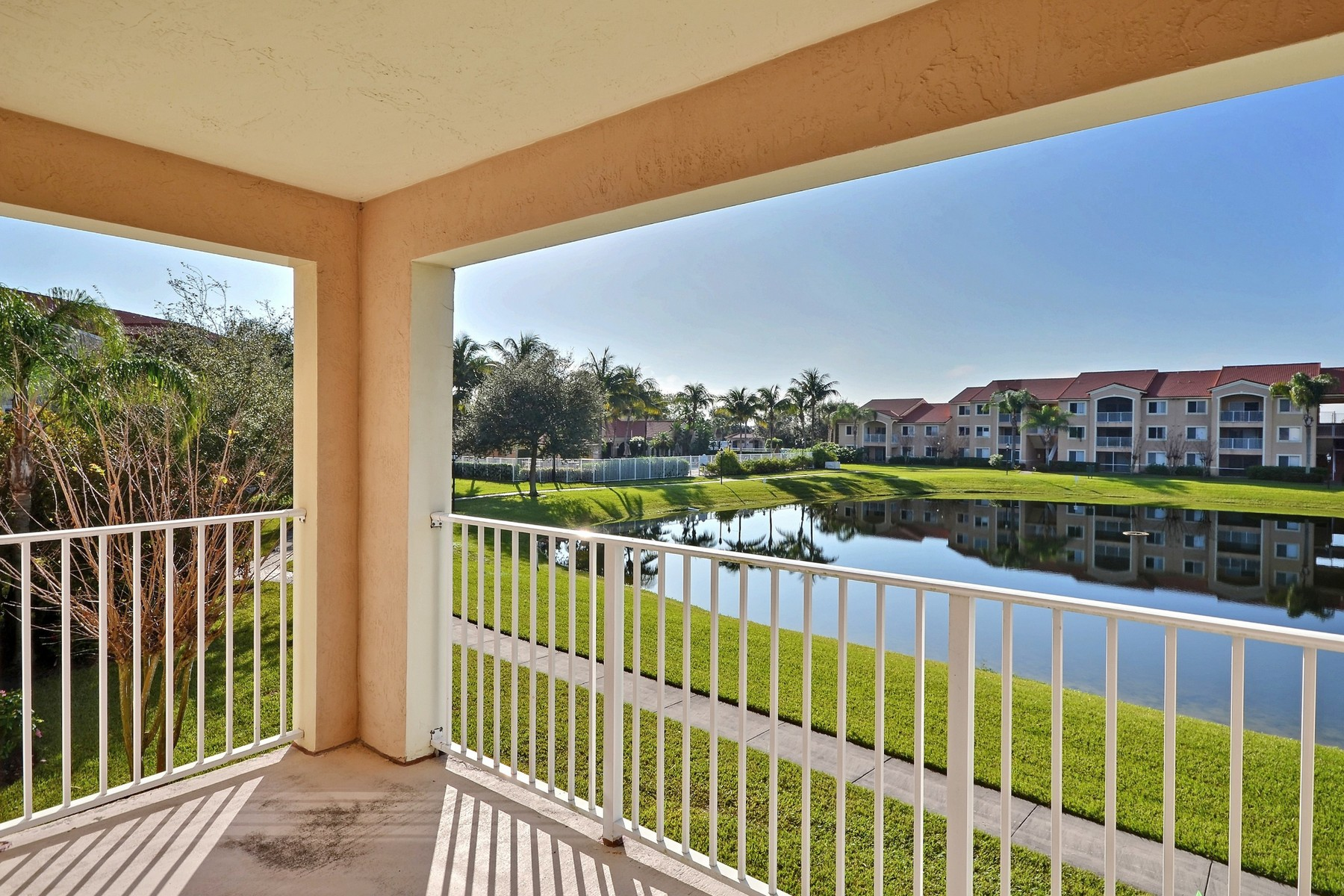 Townhouse for Sale at Beautiful Fully Furnished Condo in Laguna 1650 N 42nd Circle #204 Vero Beach, Florida 32967 United States
