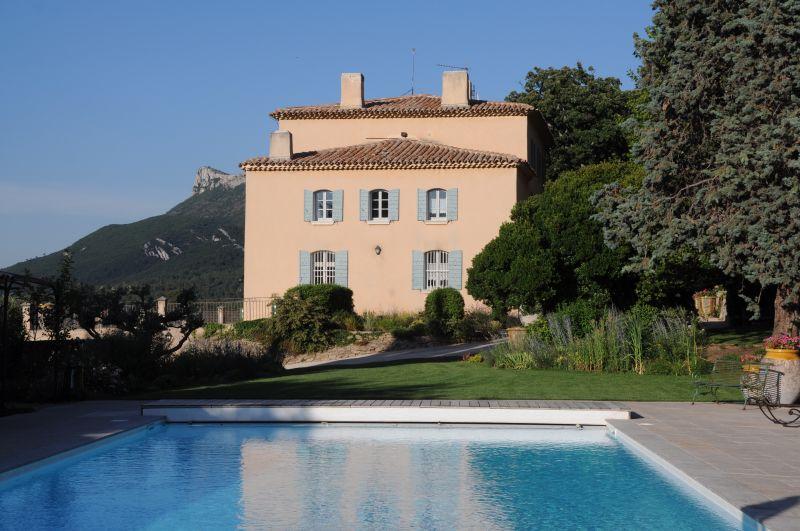 Многосемейный дом для того Аренда на A bastide of 18th century… Gordes, Прованс-Альпы-Лазурный Берег 84220 Франция