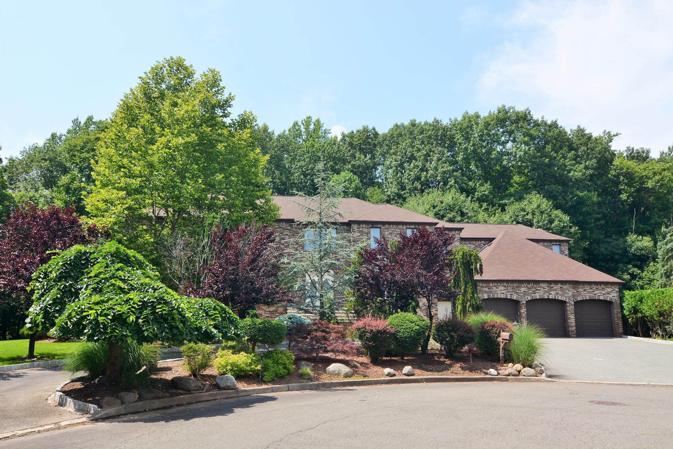 단독 가정 주택 용 매매 에 Custom Colonial 28 Pondside Ct Harrington Park, 뉴저지, 07640 미국