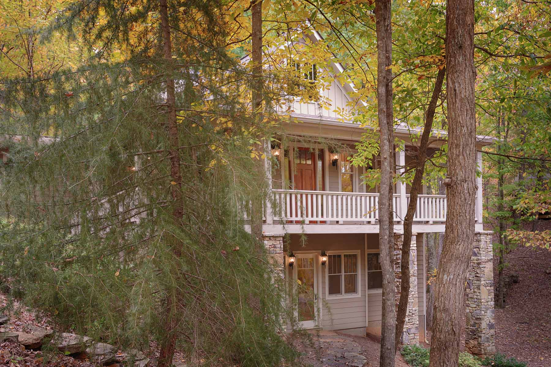 Maison unifamiliale pour l Vente à Bungalow that Backs Up to Green Space 83 Owls Brow Big Canoe, Georgia, 30143 États-Unis