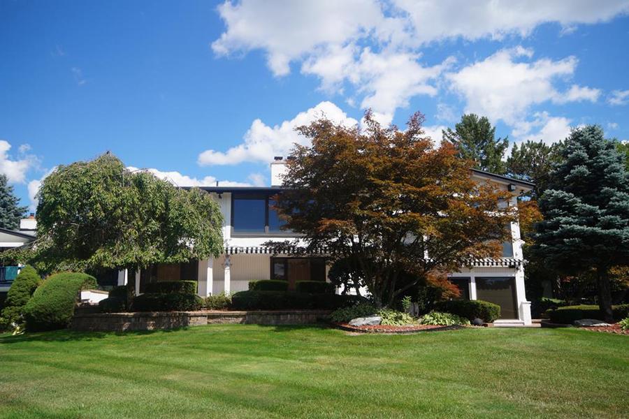 Nhà ở một gia đình vì Bán tại Bloomfield 1762 Saint Johns Court Bloomfield, Michigan, 48302 Hoa Kỳ