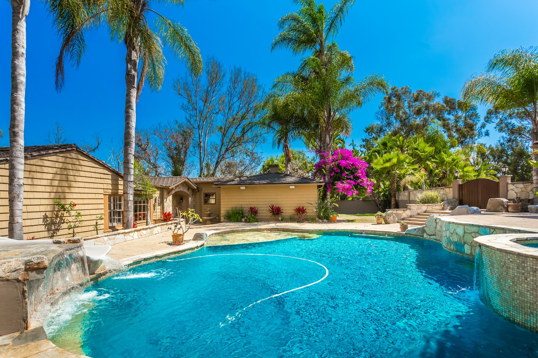 sales property at 5648 Calzada Del Bosque