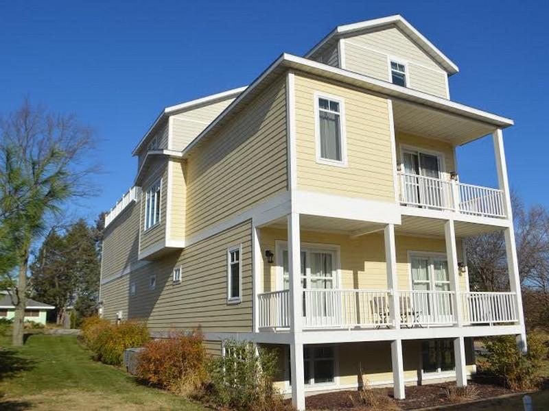 Casa para uma família para Venda às Marvelous Contemporary Home 346 N Eagle New Buffalo, Michigan 49117 Estados Unidos