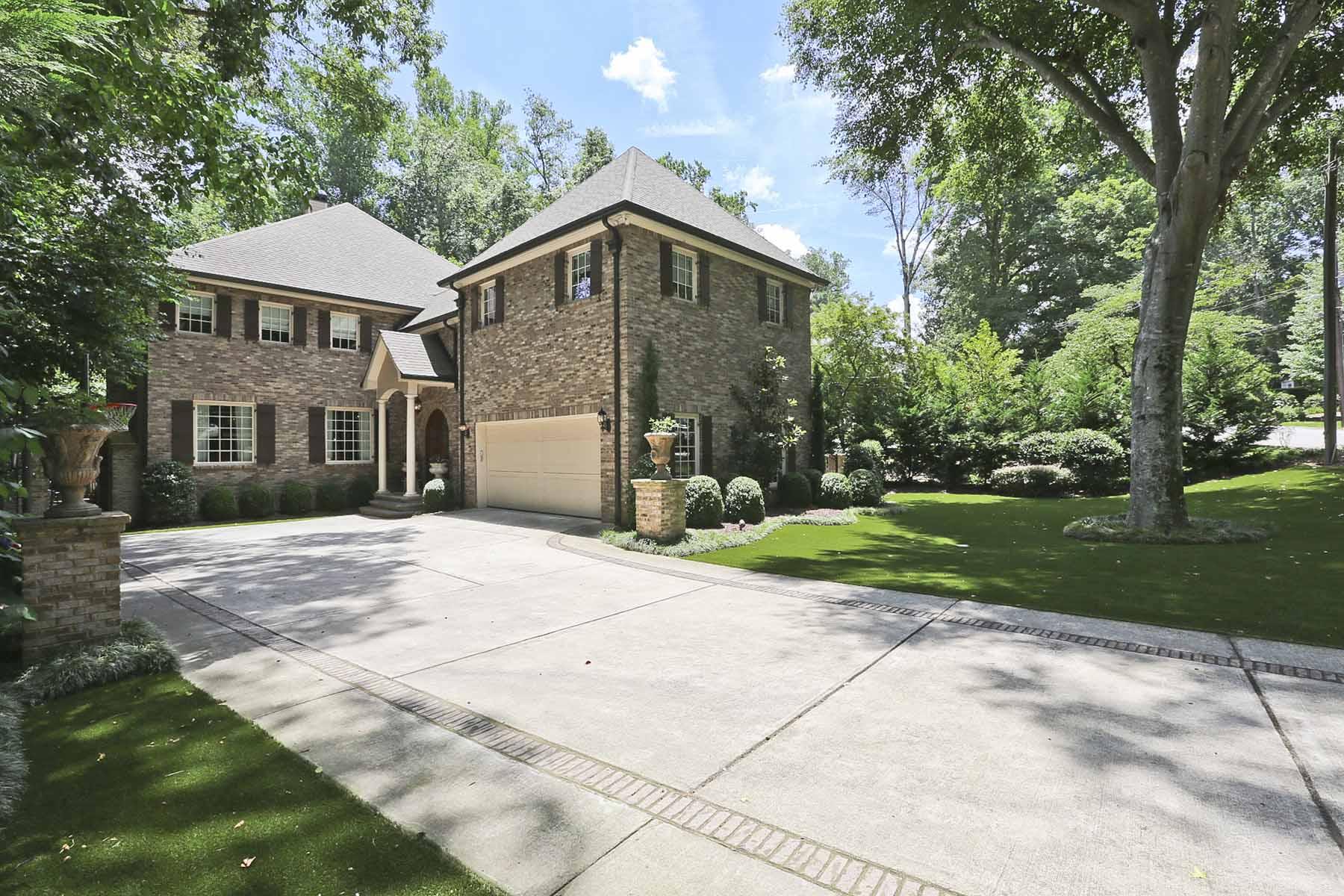 Casa Unifamiliar por un Venta en Perfect Buckhead Estate 4061 N. Ivy Road Buckhead, Atlanta, Georgia 30342 Estados Unidos