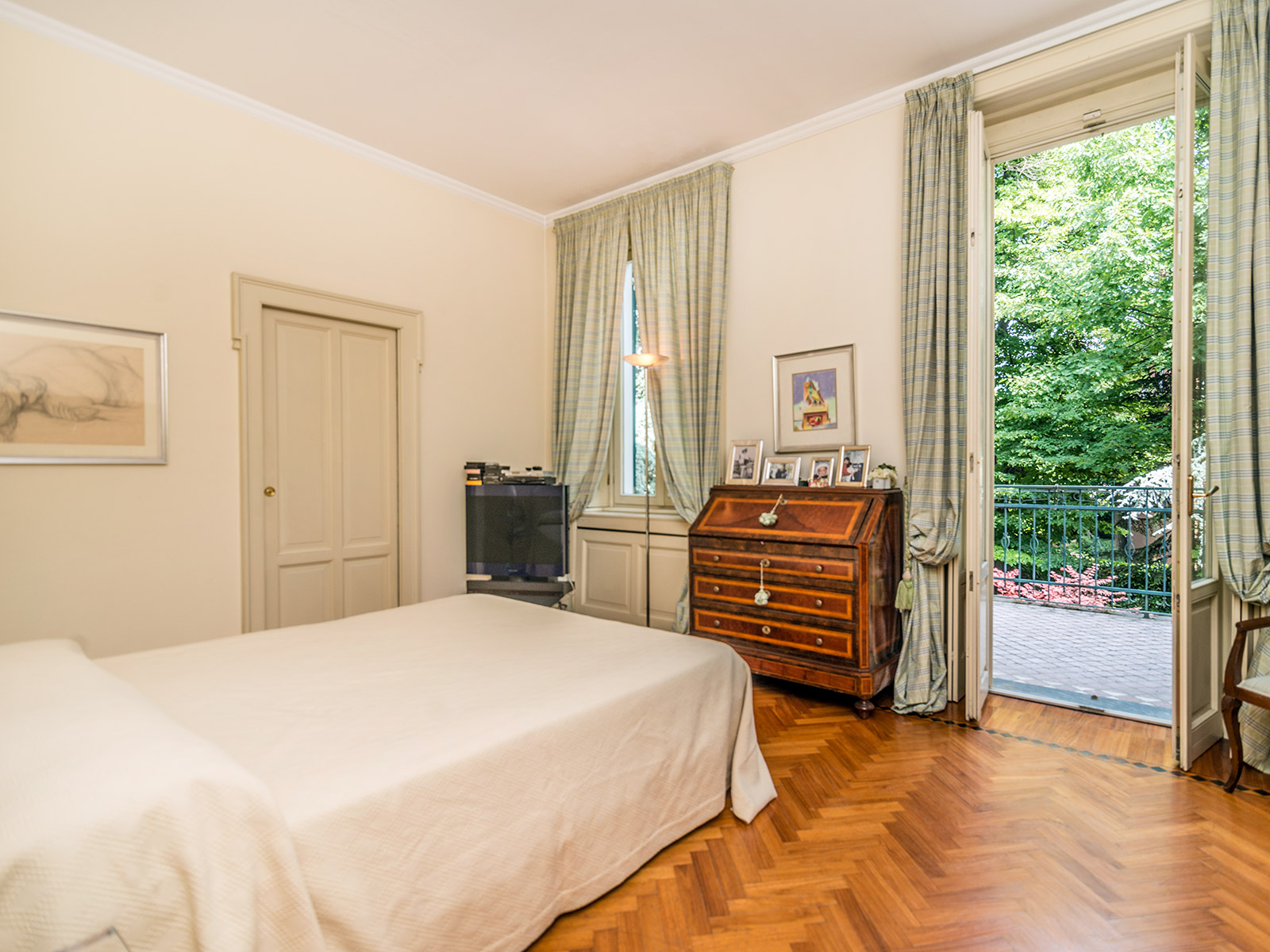 Additional photo for property listing at Elegant three story Art Nouveau villa Piazza Amendola Milano, Milan 20145 Italie