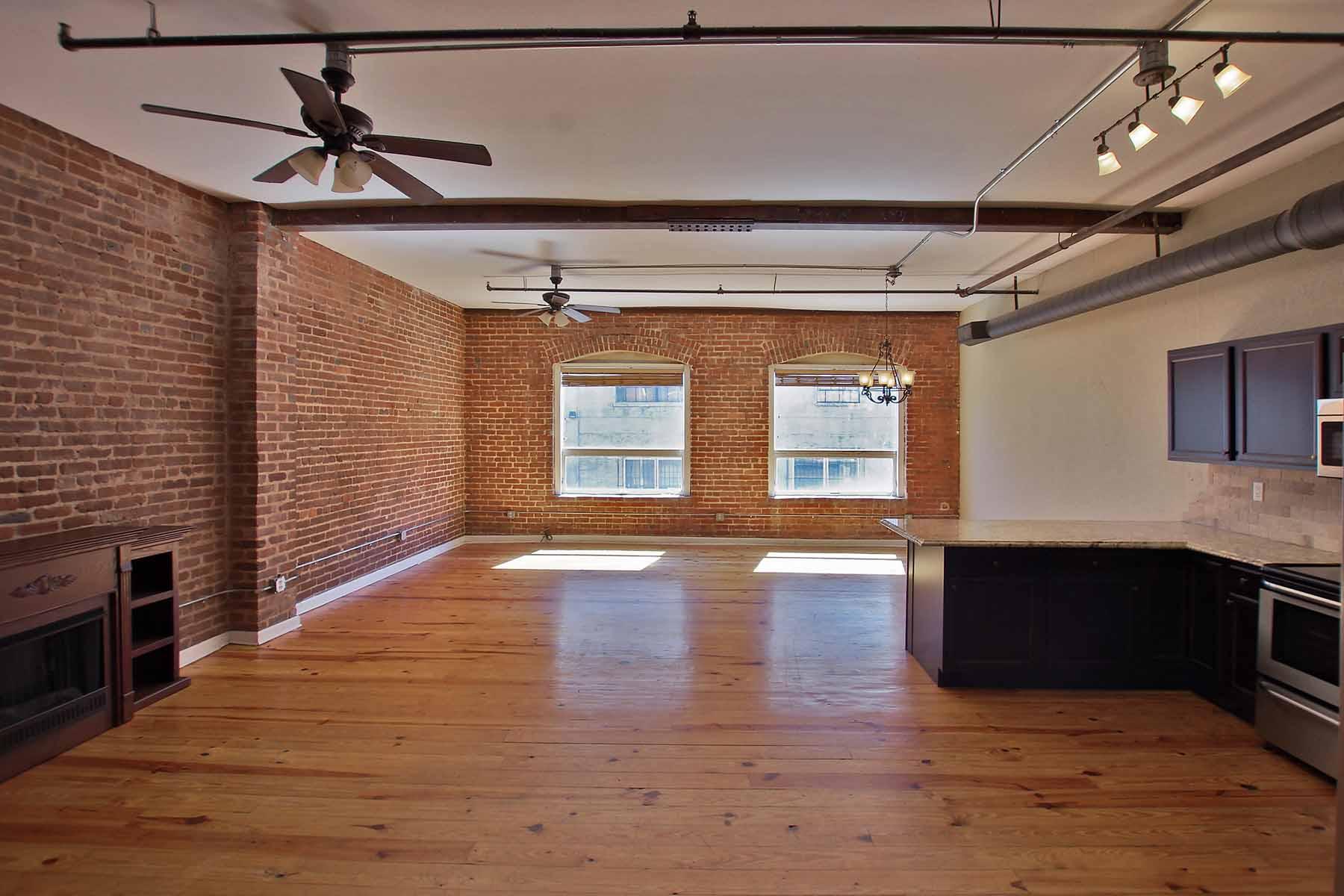 Nhà chung cư vì Bán tại Amazing Loft on one of the best streets in Thriving Castleberry Hill 150 Walker Street Unit #3 Atlanta, Georgia, 30313 Hoa Kỳ