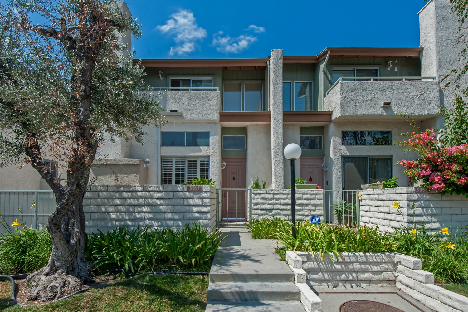 Townhouse for Sale at 5351 Corteen Pl Valley Village, California 91607 United States
